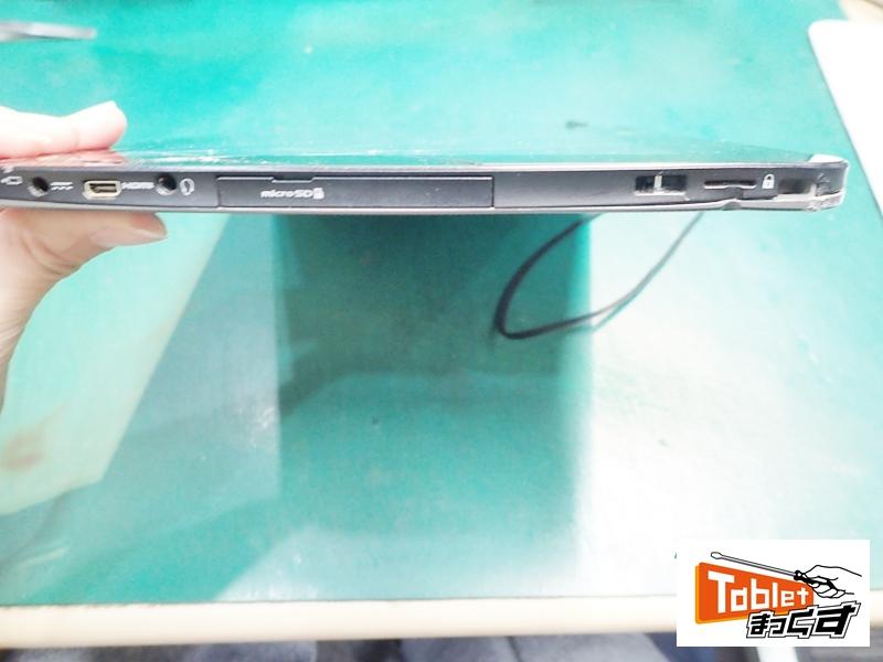 ARROWS Tab Q555 衝撃による変形している端末